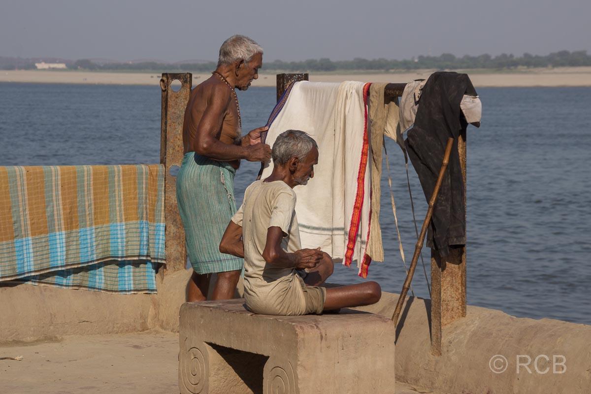 Varanasi, Betende an den Ghats