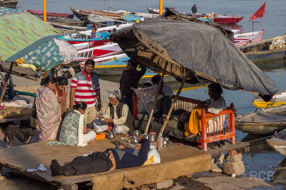 Varanasi, Gläubige an den Ghats