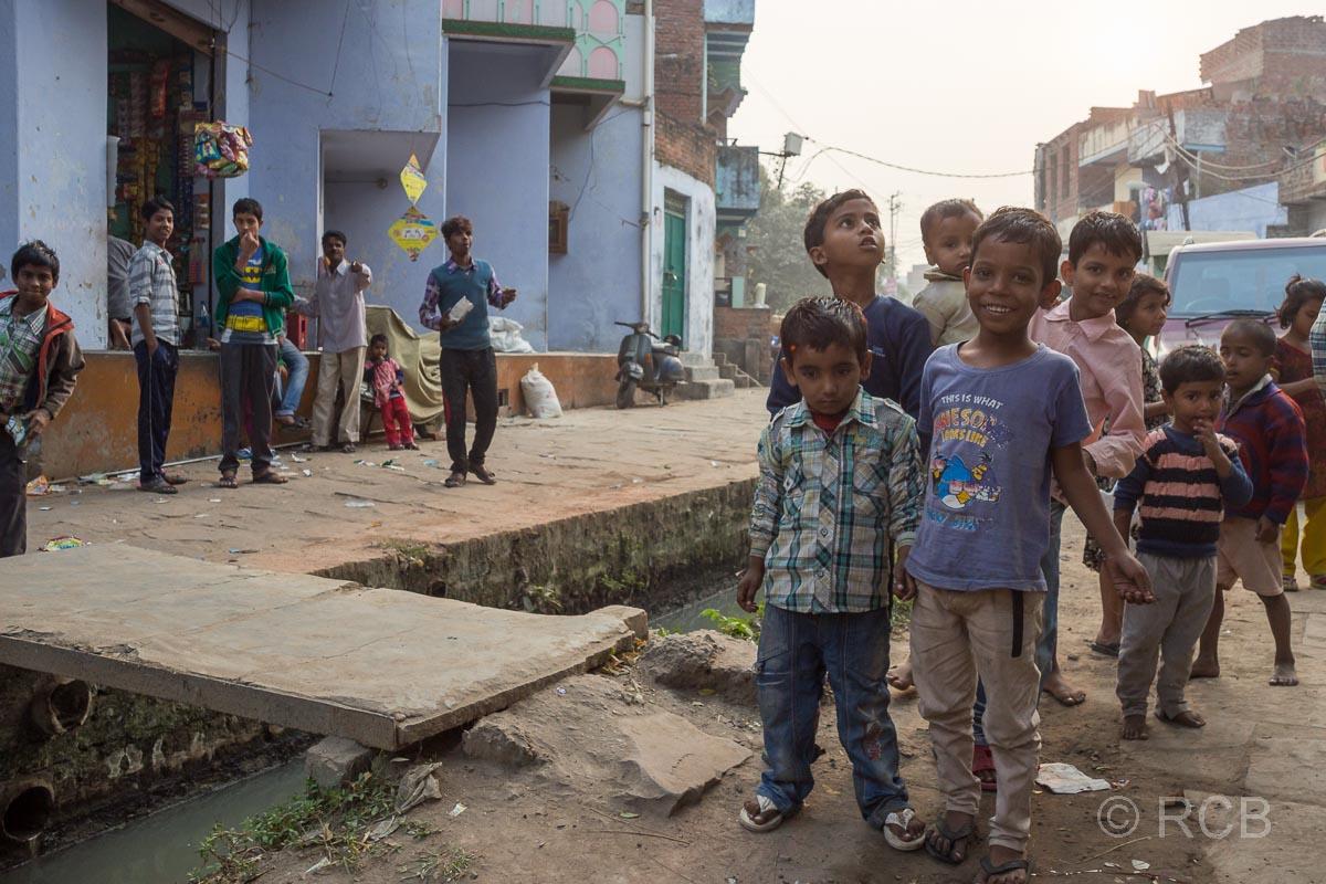 Varanasi, Straßenszene mit Kindern