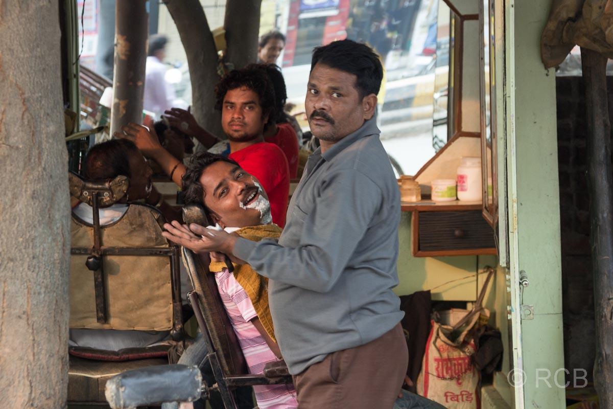 Varanasi, Straßenfriseur
