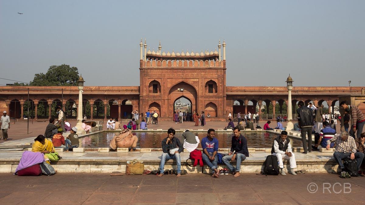 zentrales Wasserbecken im Hof der Freitagsmoschee, Delhi