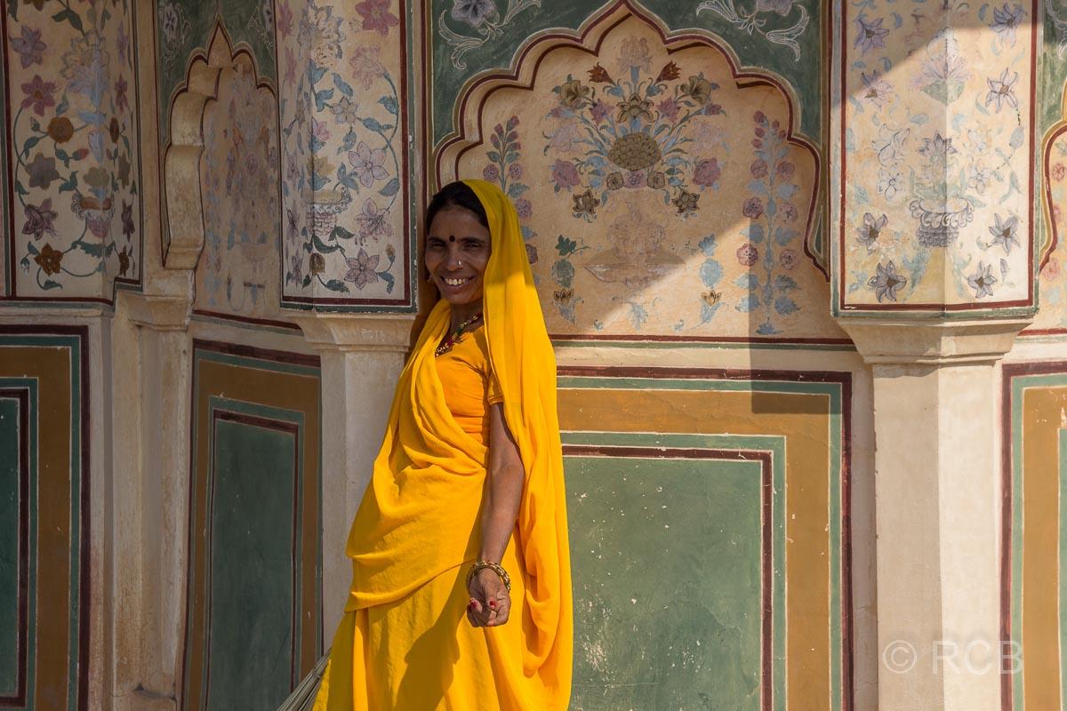 Amber Fort, Frau im gelben Sari