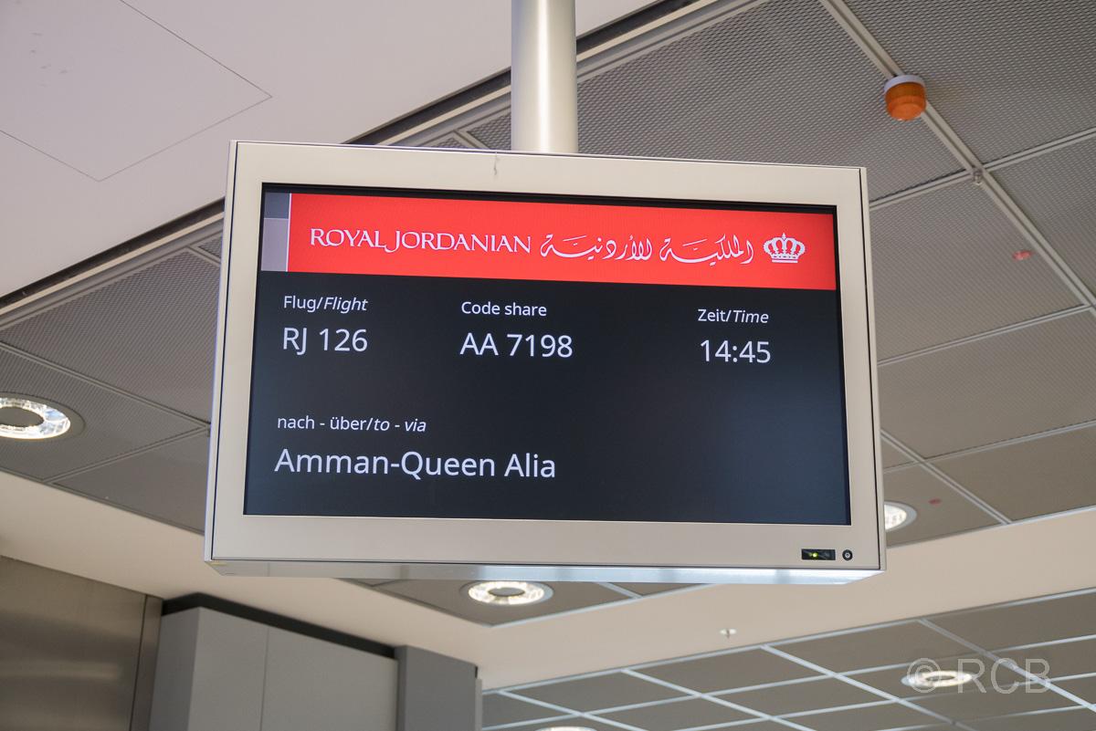 Anzeigetafel für den Flug mit Royal Jordanian am Flughafen Frankfurt