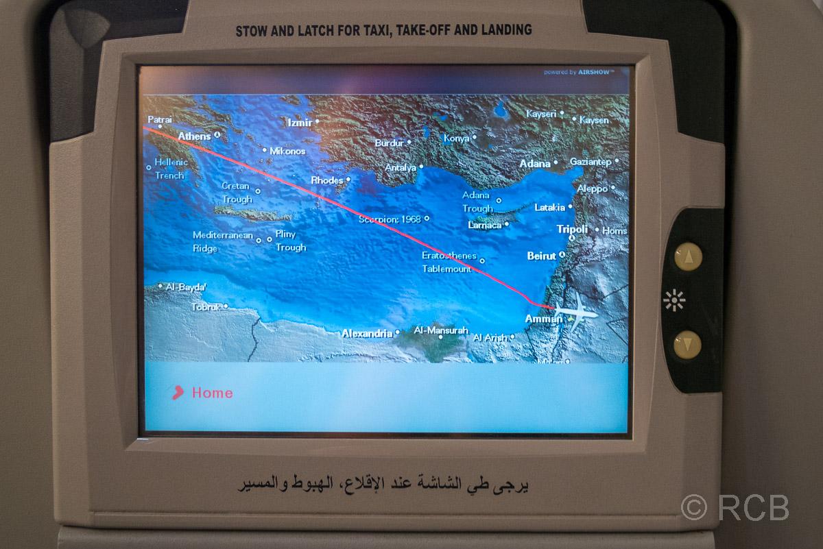 Karte auf dem Monitor am Sitzplatz im Flugzeug mit einer Karte des Mittelmeeres