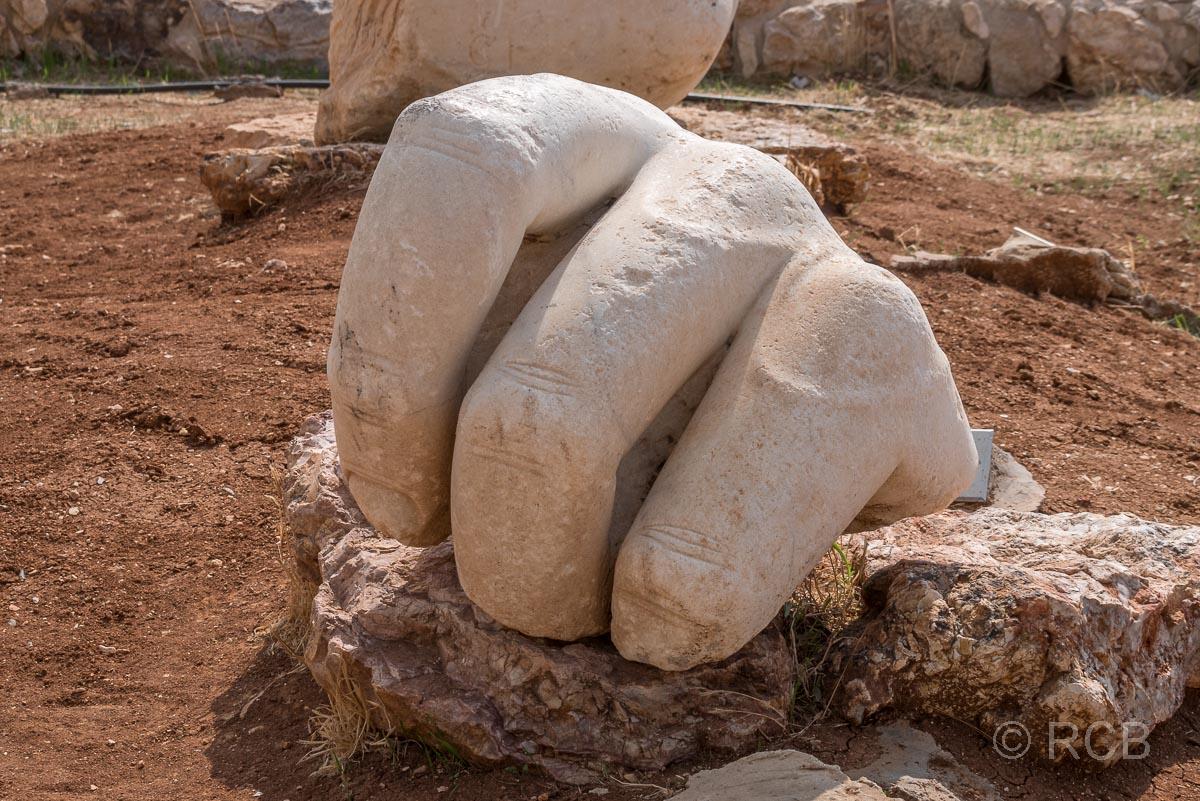 Zitadelle, Hand einer gigantischen Statue