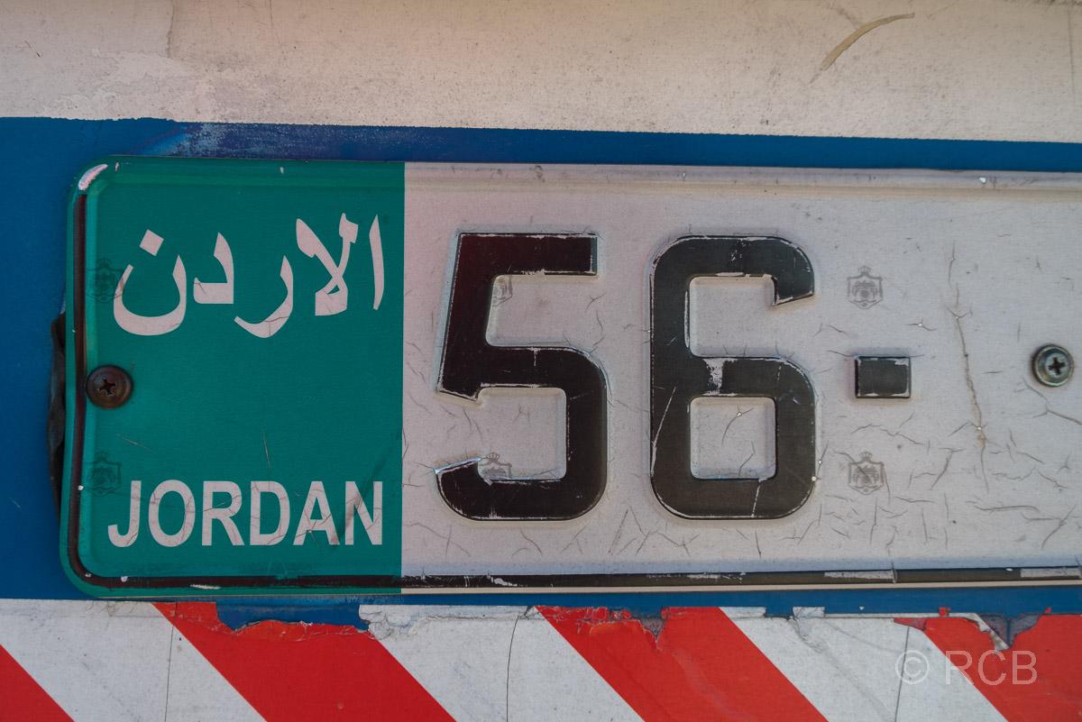 Nummerschild eines jordanischen Busses