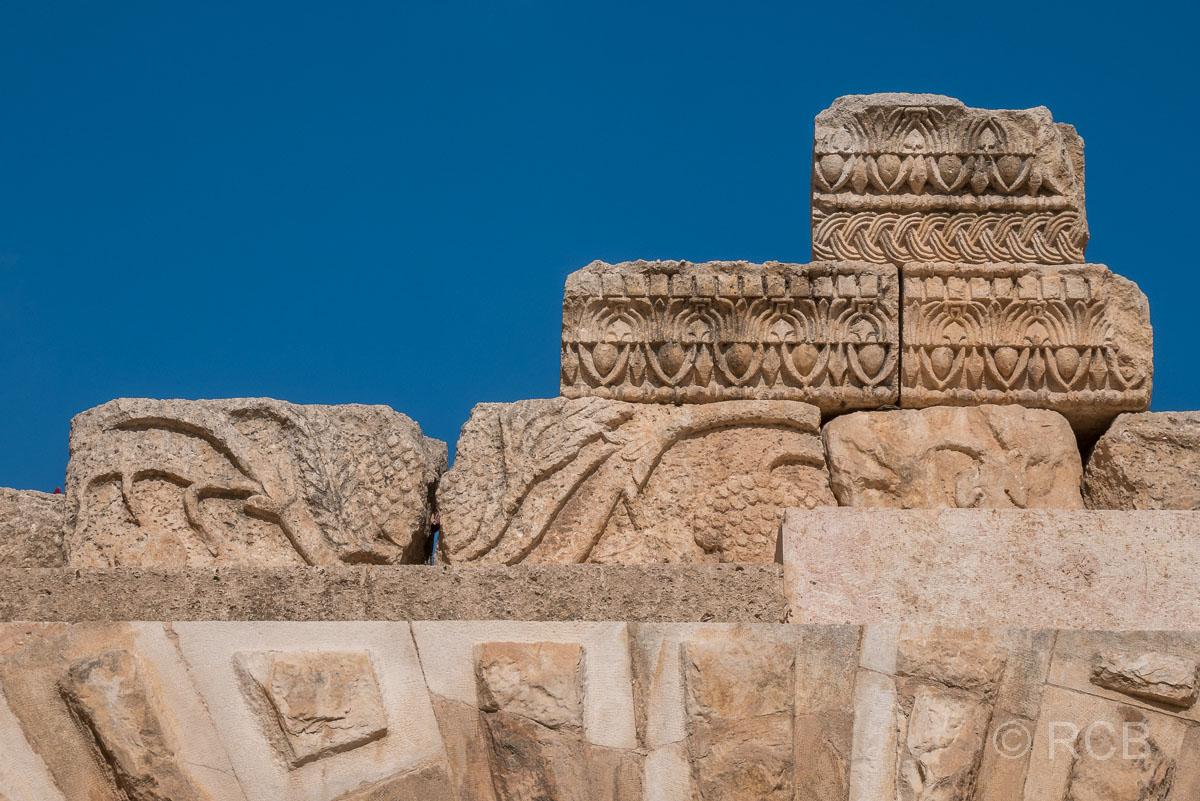 Jerash, Steine mit Ornamenten