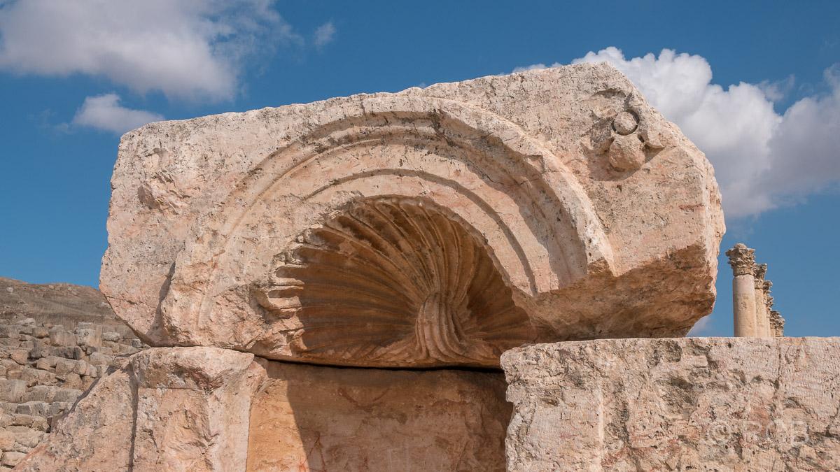 Jerash, Stein in Muschelform