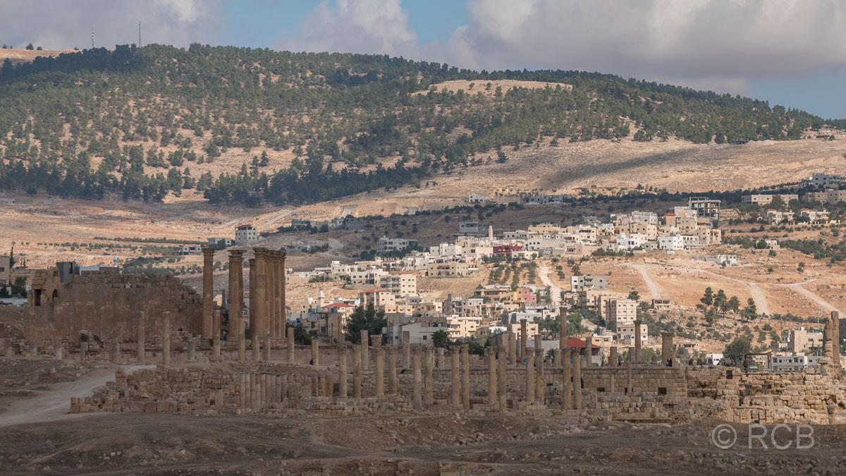 Jerash, Blick vom Südtheater zum Artemistempel