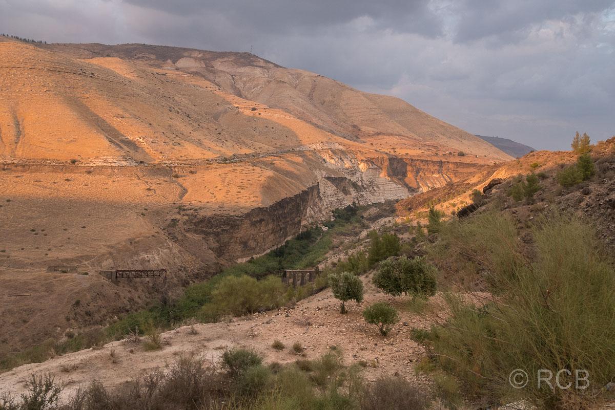 Umm Qais, Grenzfluss Yarmuk und die Golanhöhen in Syrien