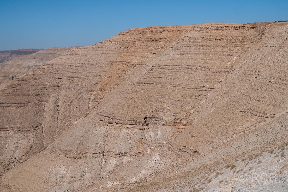 karge Felswand am Wadi Mujib