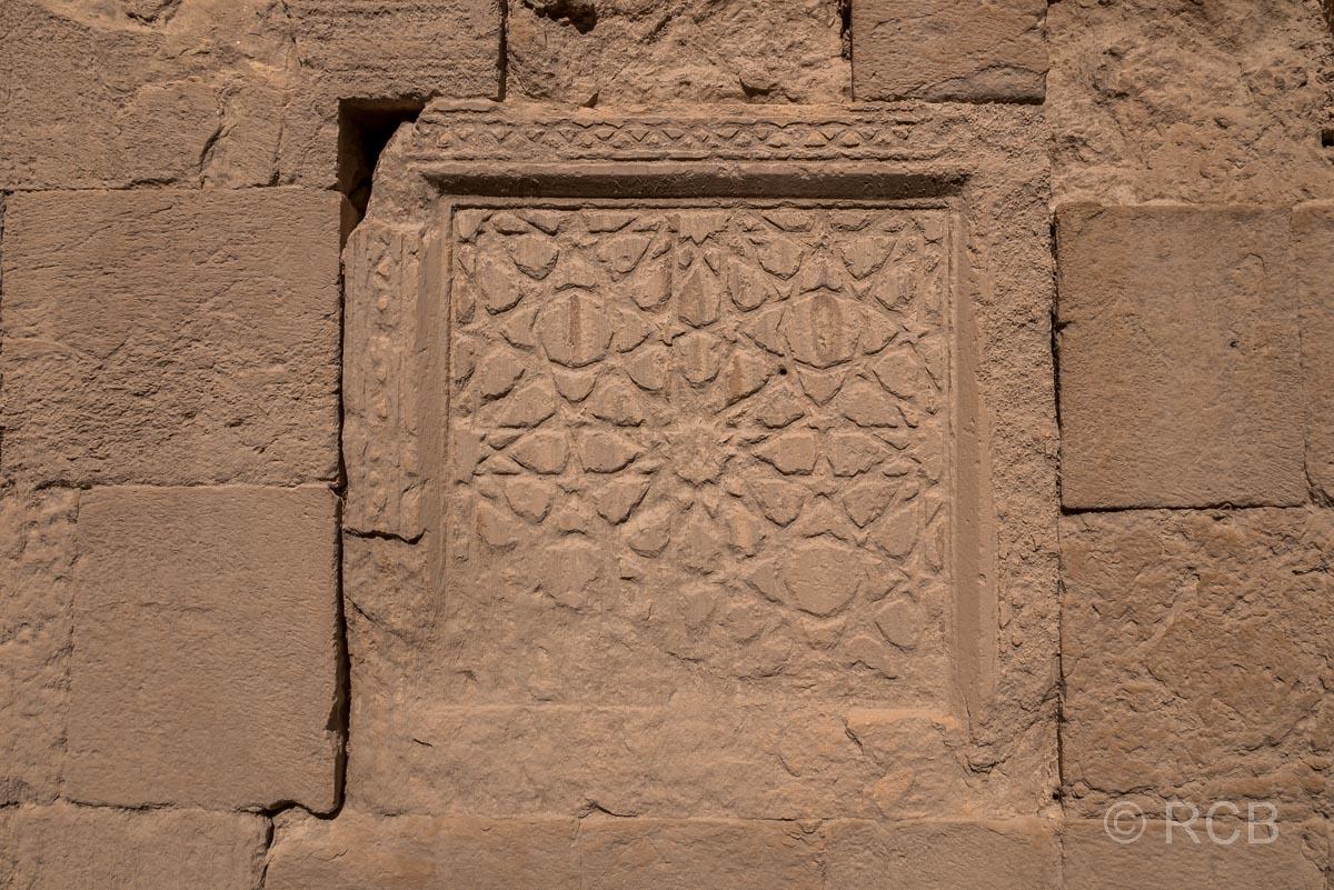 Kerak, Festung, Kachel mit Reliefgravur