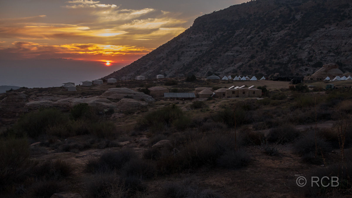 Sonnenuntergang über dem Rummana Camp, Dana Naturreservat