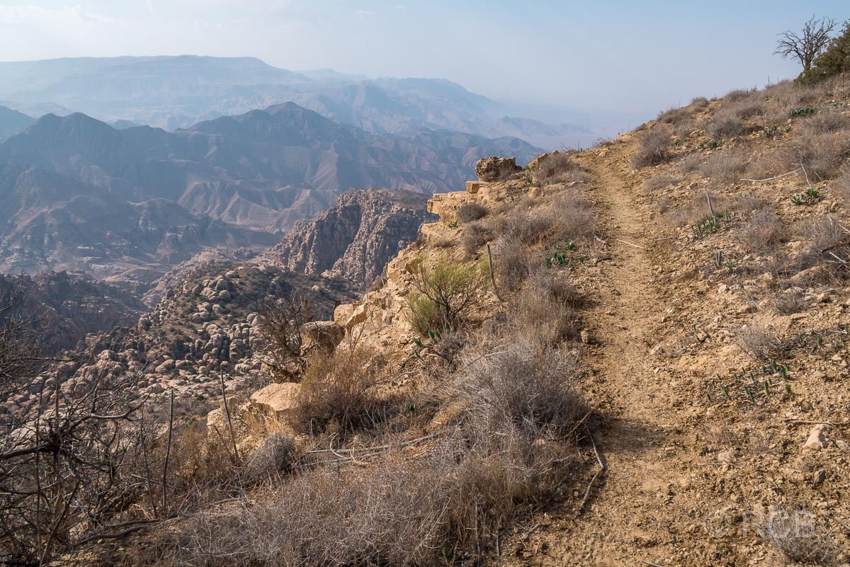 Rummana Mountain Trail am Hang mit weitem Fernblick, Dana Naturreservat