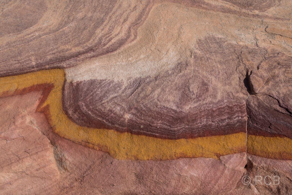 bunte Felsen am Rummana Mountain Trail, Dana Naturreservat