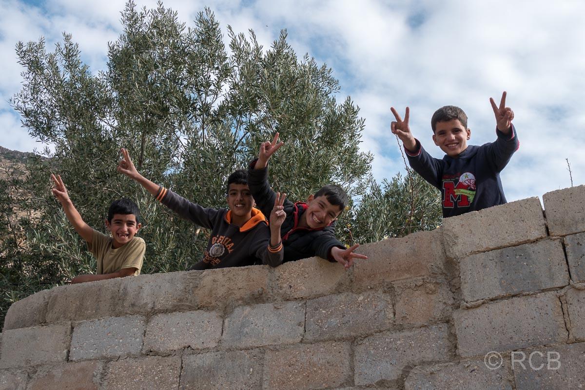 Kinder im Dorf Dana
