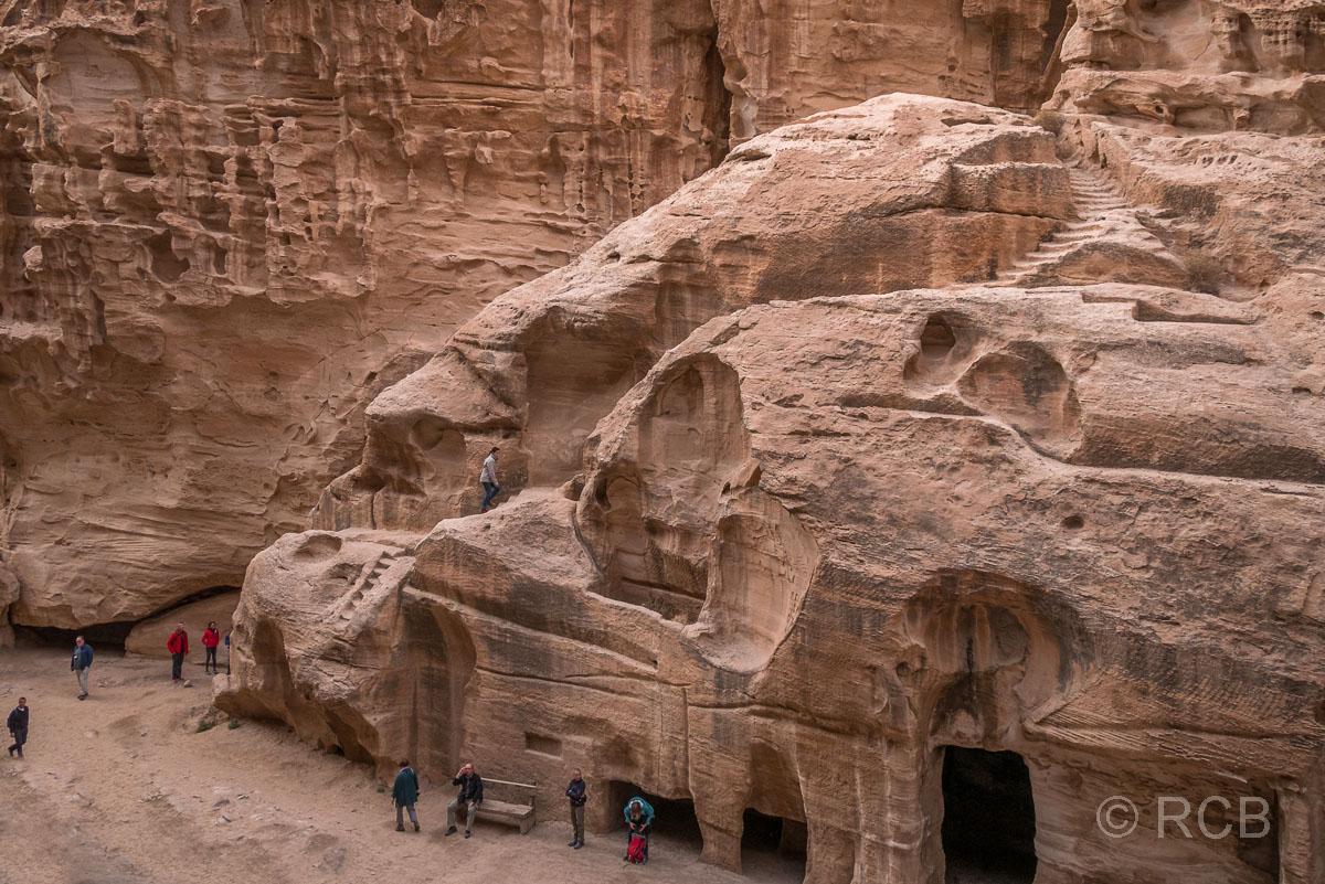 Höhlen und Treppen in Klein-Petra