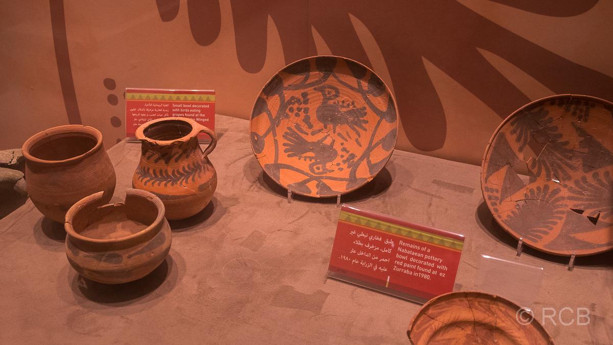 Petra, Tongefäße im Museum