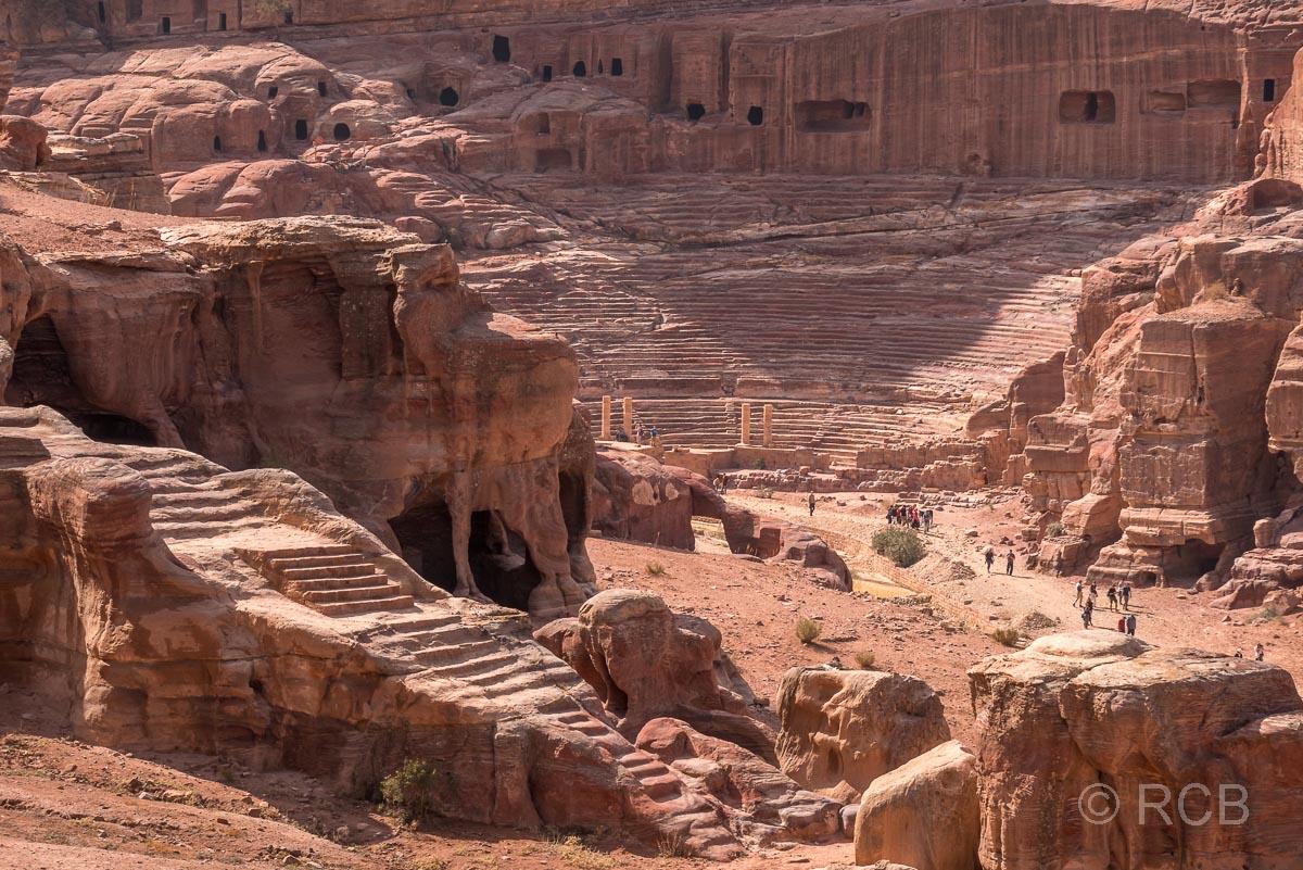 Blick vom Urnengrab zum Römischen Theater