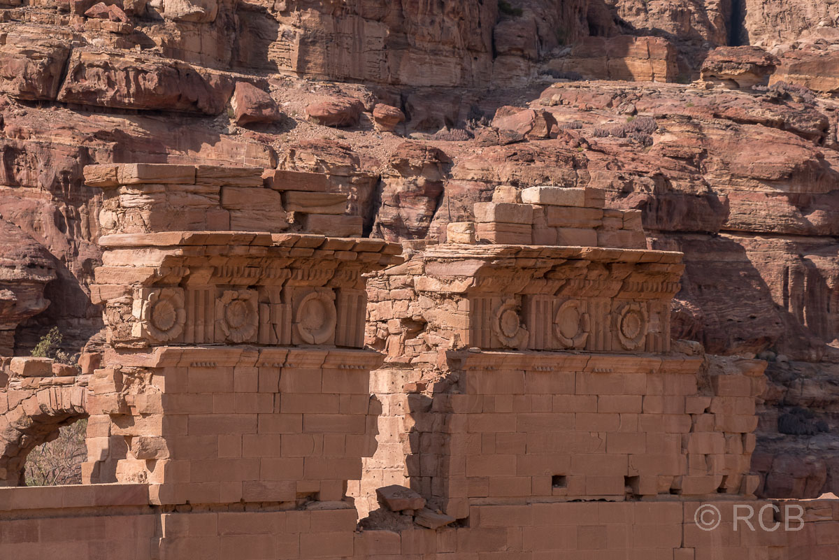 "Detail am Qasr el Bint Faraun, dem ""Palast der Pharaonentochter"""