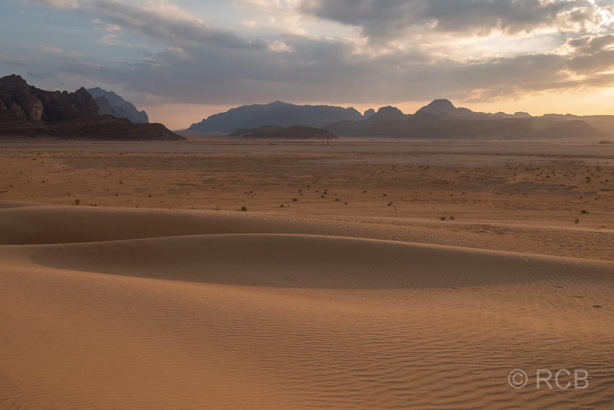 Sonnenuntergang in den Dünen des Wadi Rum