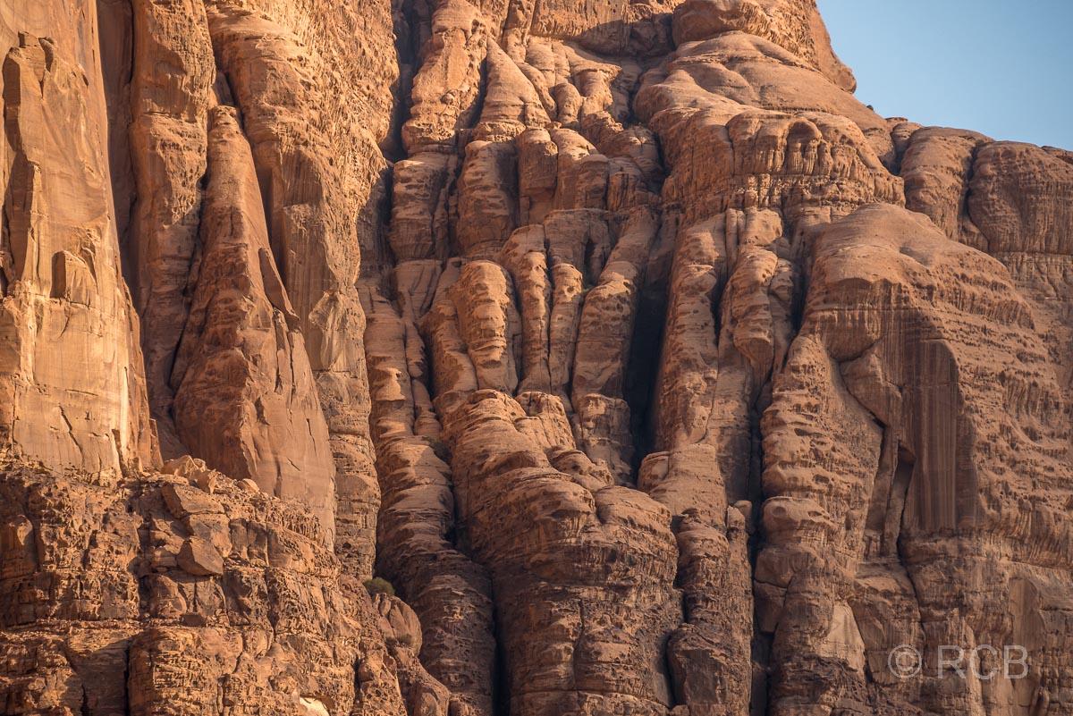 Felswand im Wadi Rum