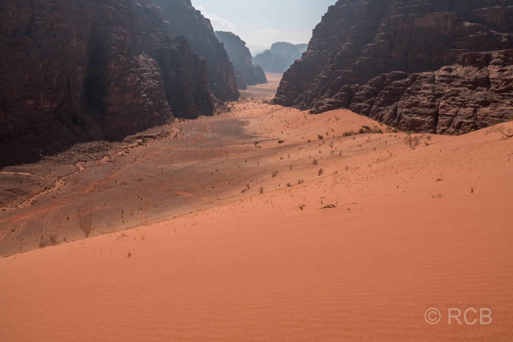 Blick von der höchsten Sanddüne des Wadi Rum