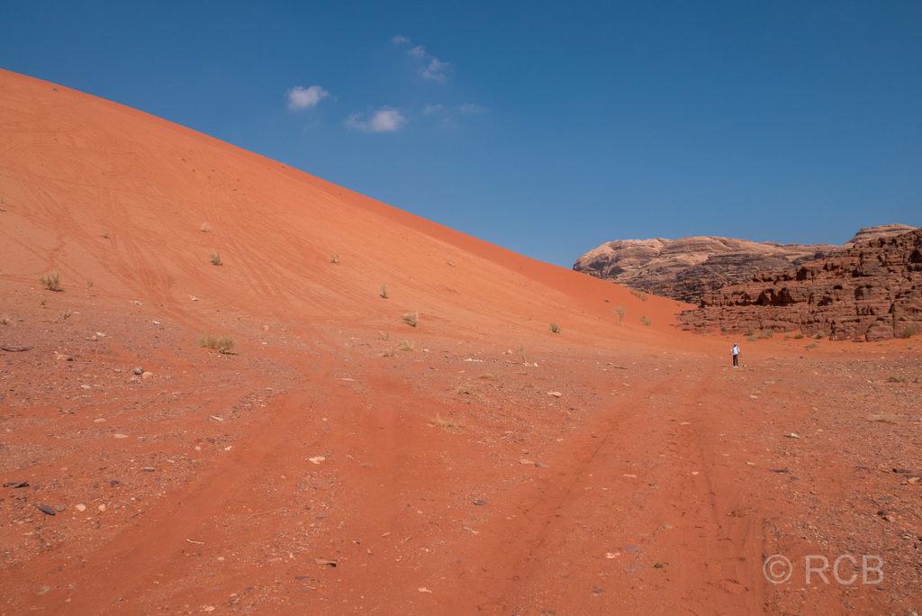 Rückblick zur höchsten Sanddüne des Wadi Rum