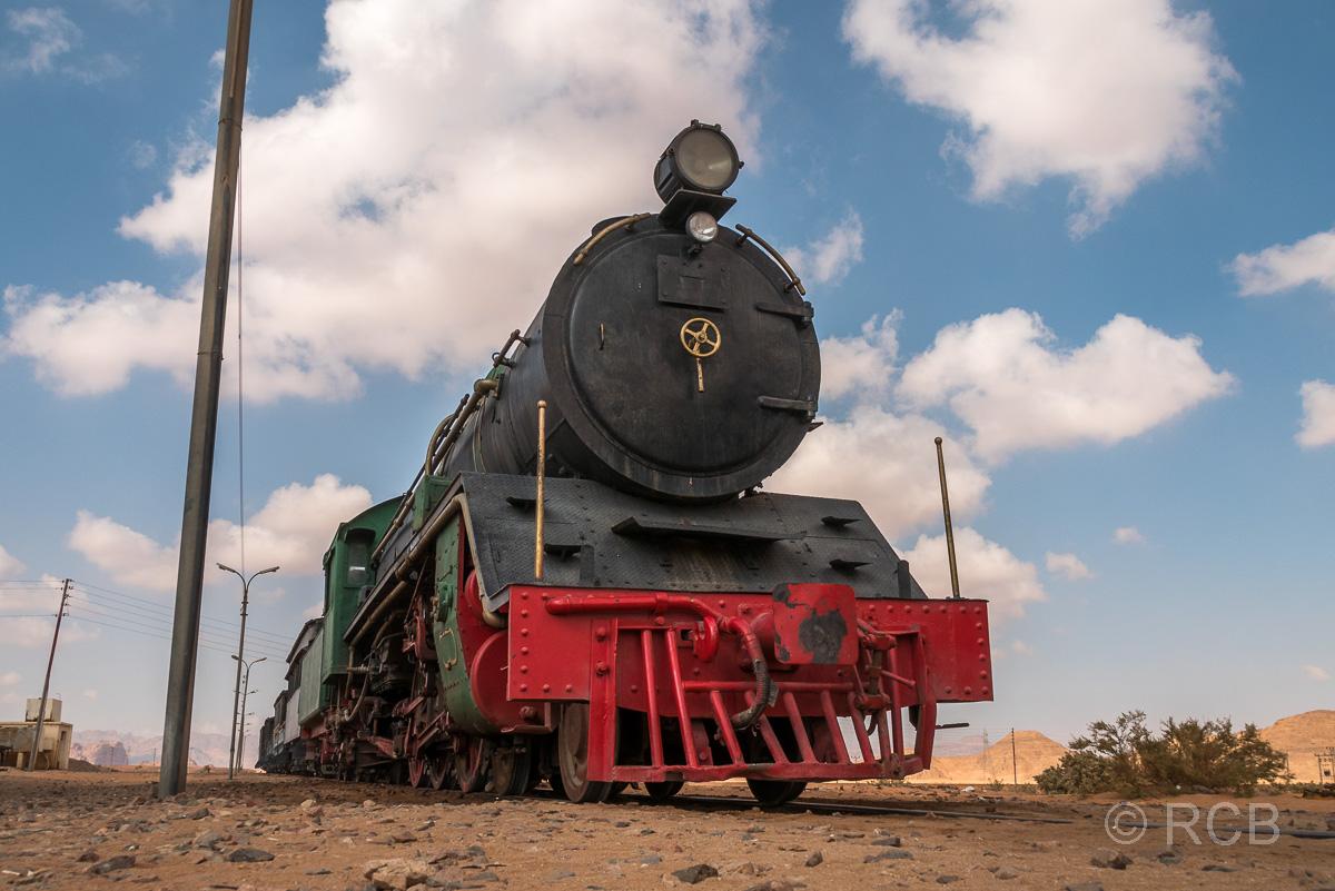 Lokomotive der Hedschasbahn am Rande des Wadi Rum