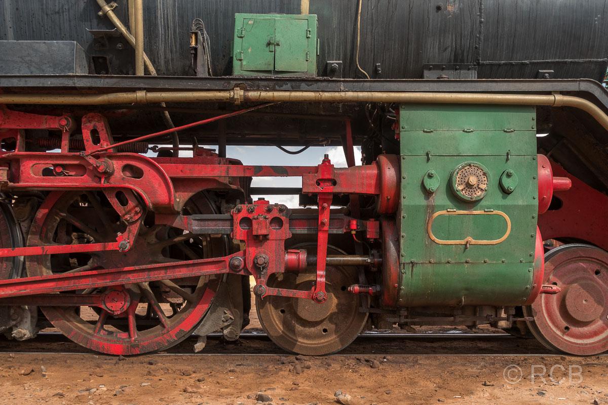 Detail einer Lokomotive der Hedschasbahn am Rande des Wadi Rum