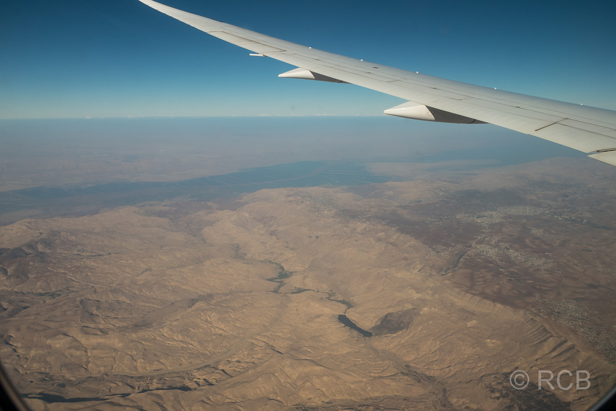 Blick aus dem Flugzeug auf das Tote Meer