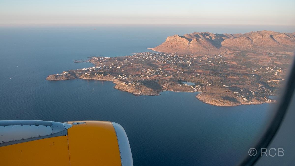 Blick aus dem Flugzeug beim Anflug auf Chania