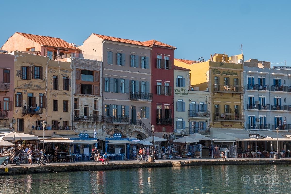 Chania, Häuserfassaden am Hafen