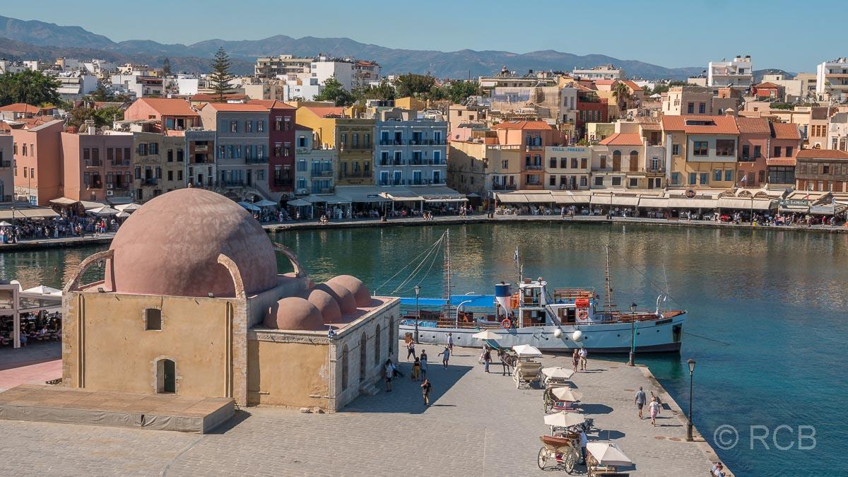 Chania, Blick auf den Hafen mit Hassan-Pascha-Moschee