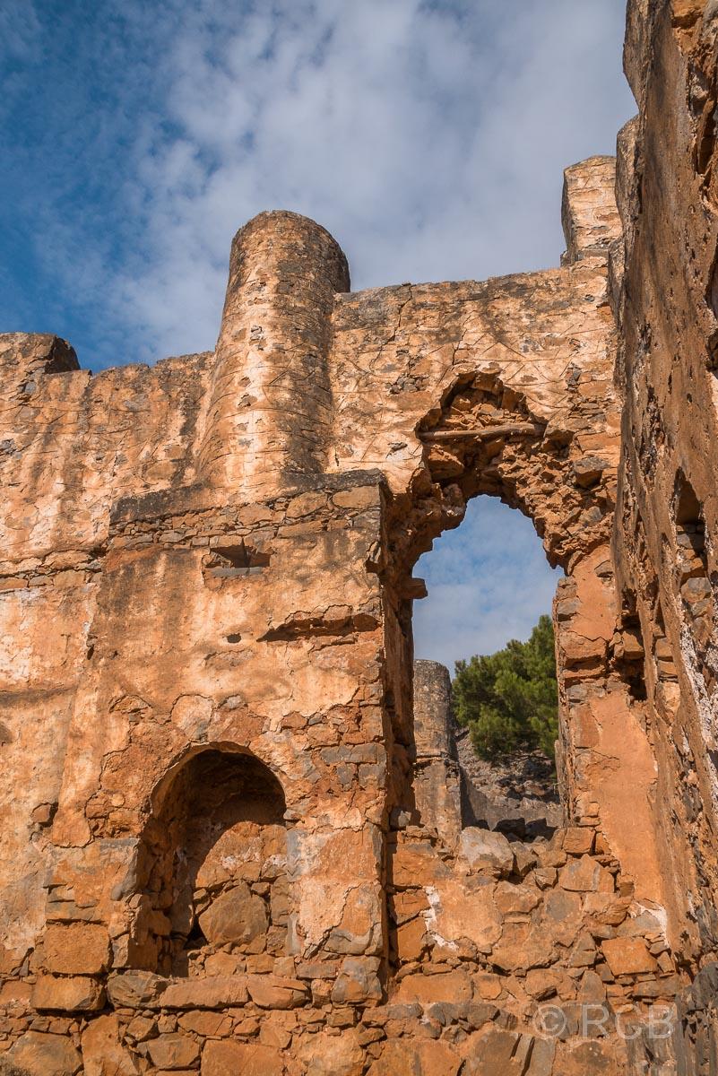 Im Inneren des Venezianischen Kastells beim Abstieg vom Papouras