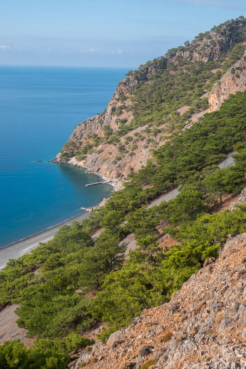 Blick hinab in die Bucht von Agia Roumeli beim Aufstieg zum Papouras