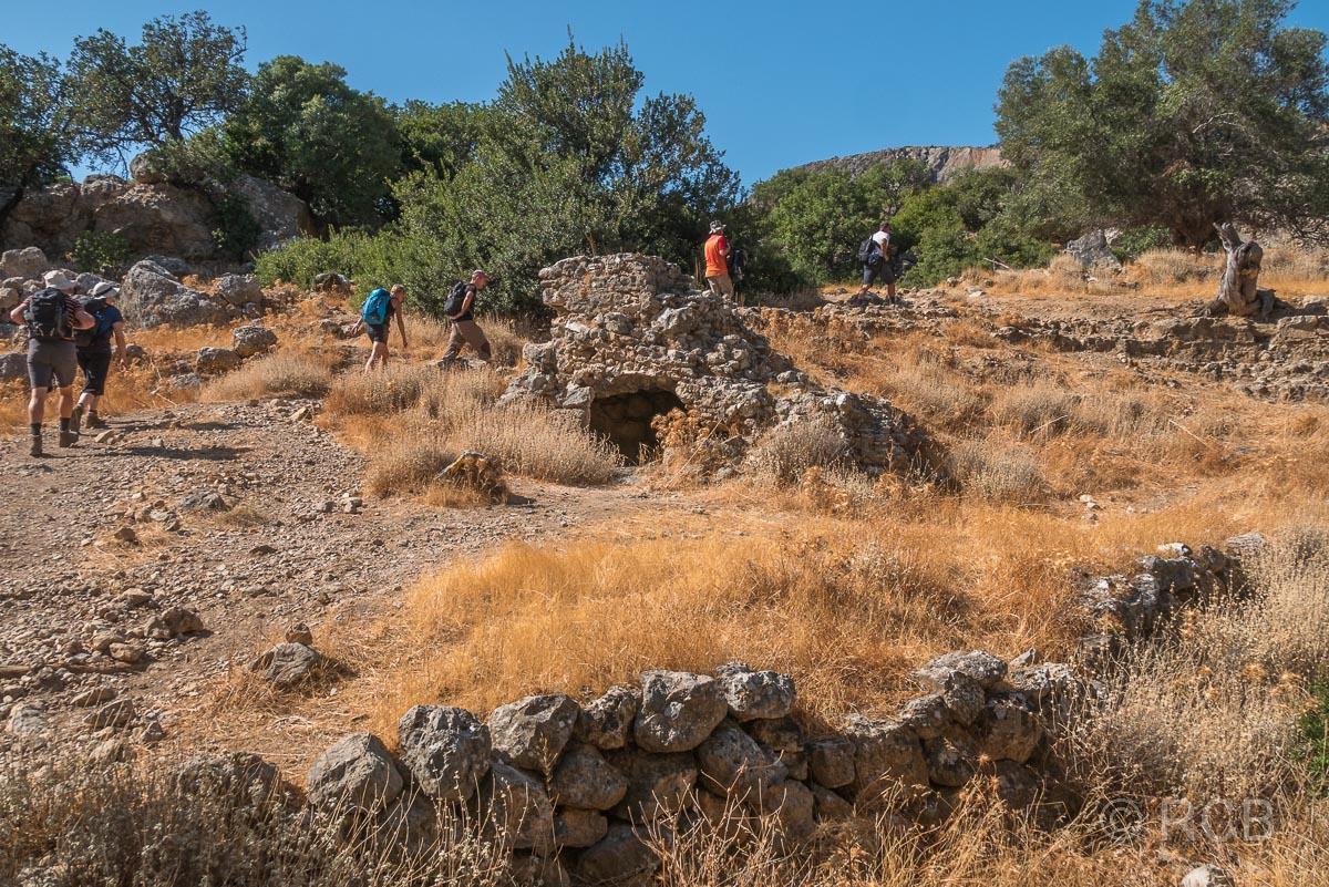 Wanderer in den Ruinen von Lissos
