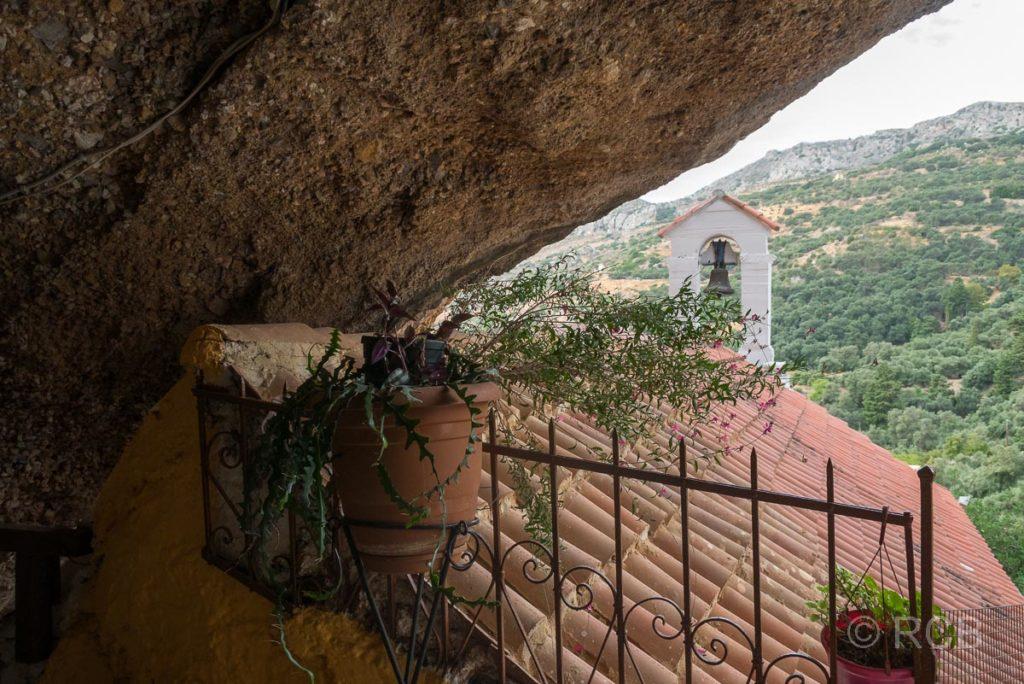 Azogyres, Kloster der 99 Väter