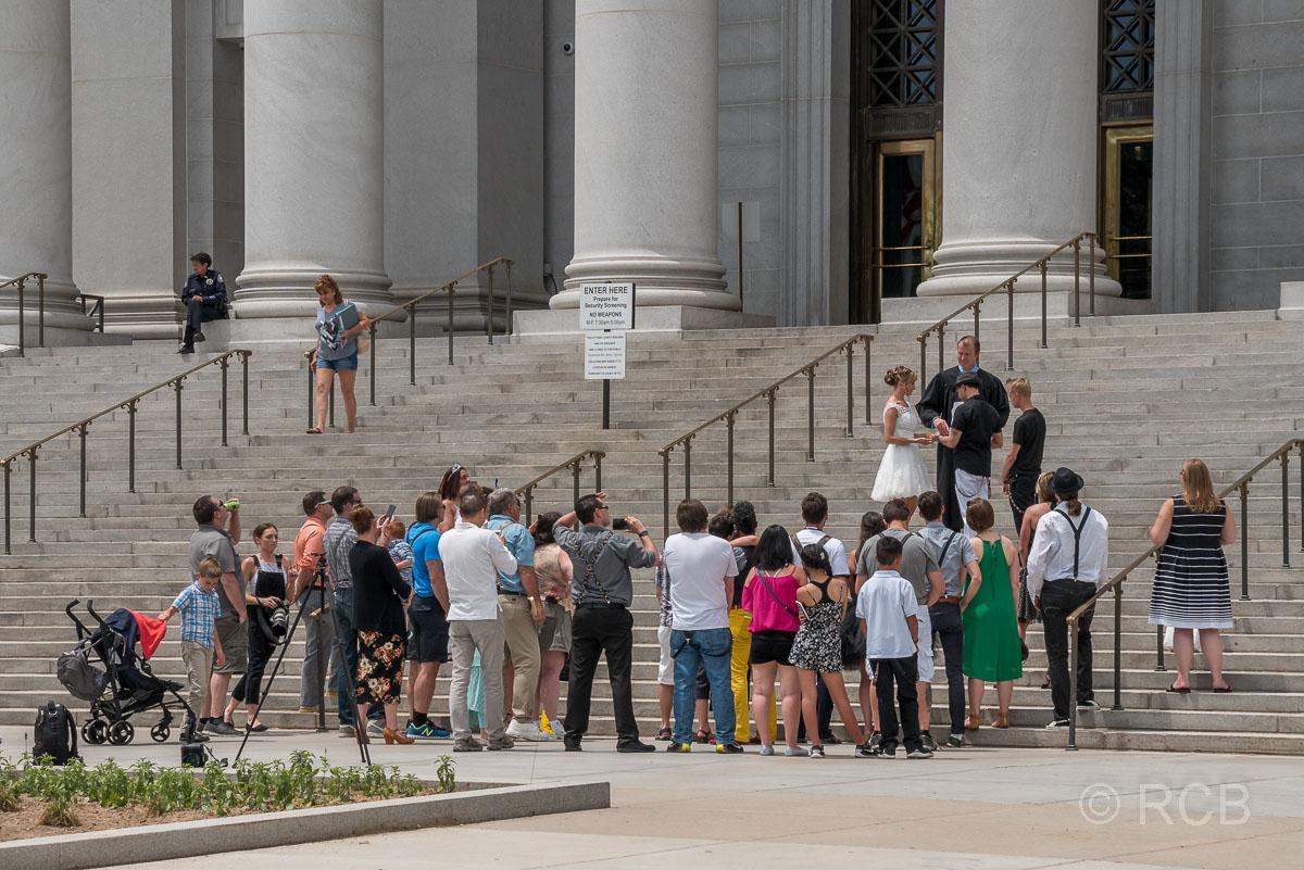 Trauung vor dem Denver City Council