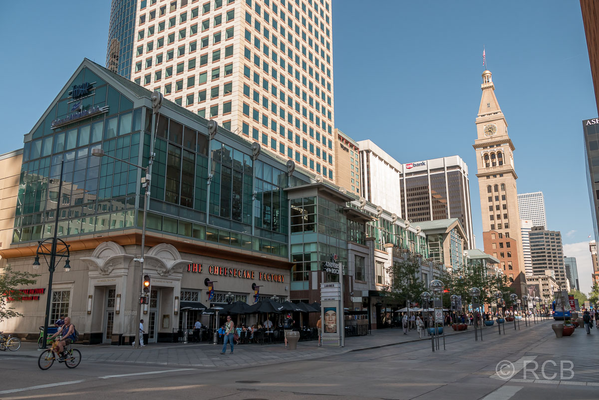 Cheesecake Factory und Daniels & Fisher Tower, 16th Street Mall, Denver