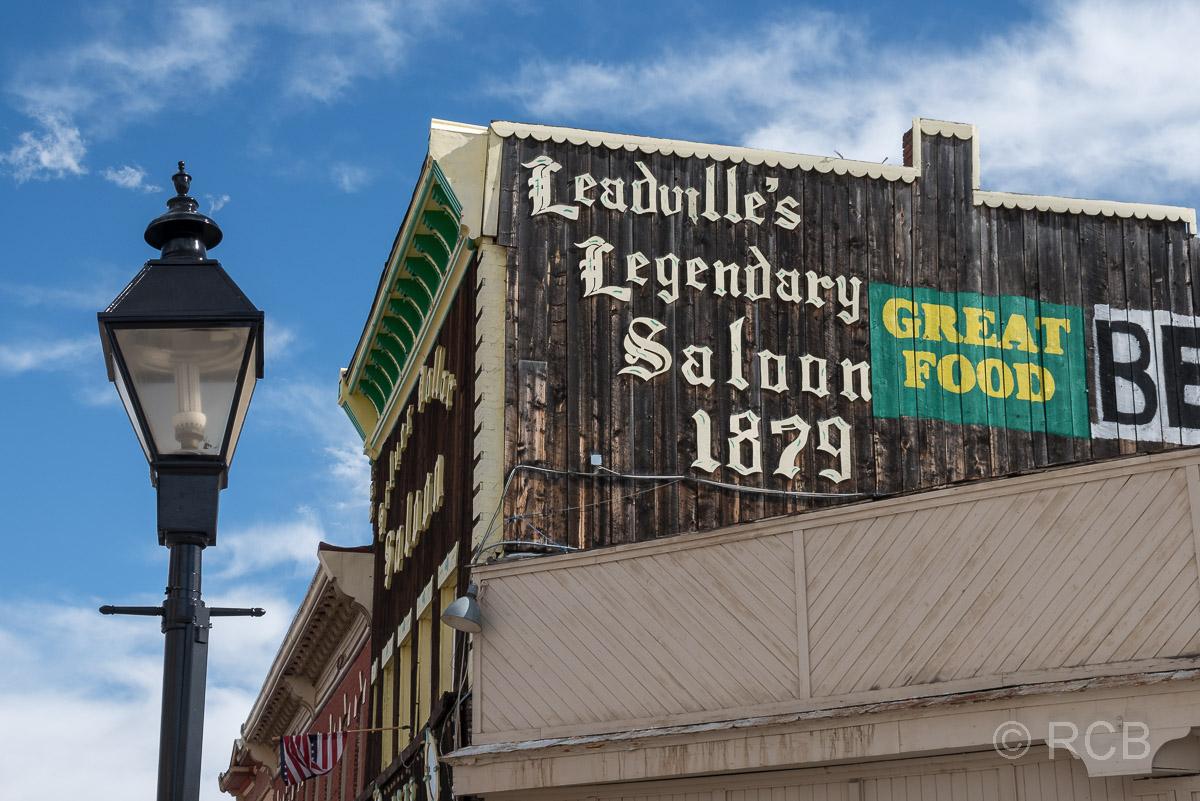 Laterne und Saloon in Leadville