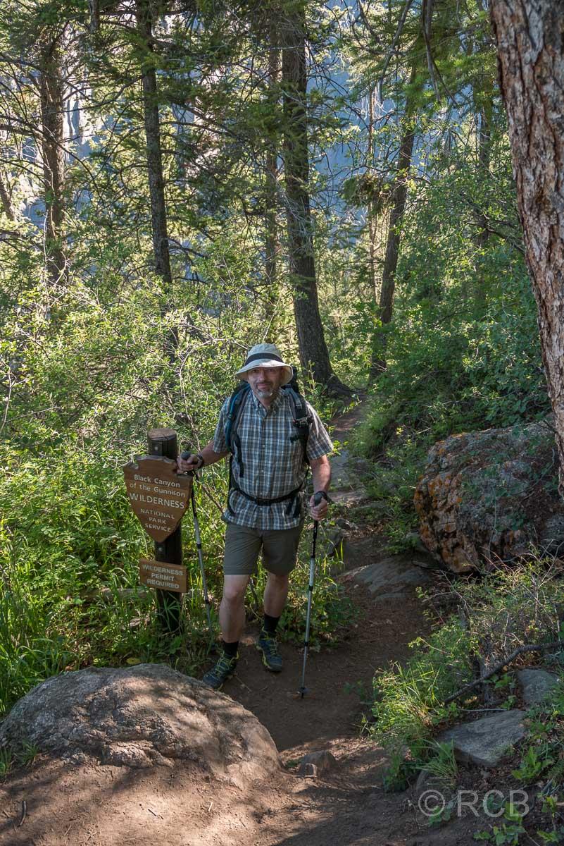 Mann beim Abstieg zum Grund des Canyons auf der Gunnison Route
