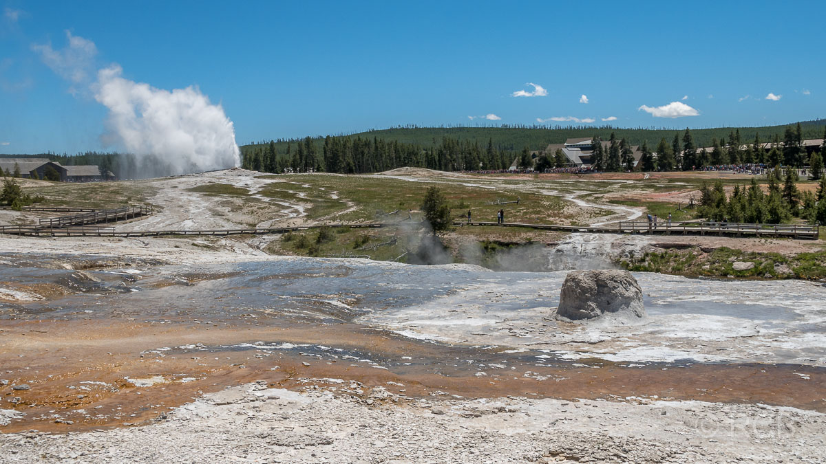 Upper Geyser Basin: Old Faithful Geyser, Old Faithful Inn und Beehive Geyser, Yellowstone NP