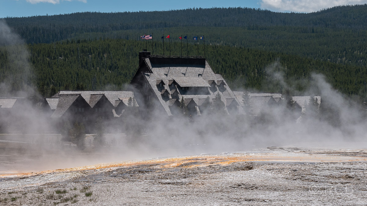 Upper Geyser Basin: Old Faithful Inn, Yellowstone NP