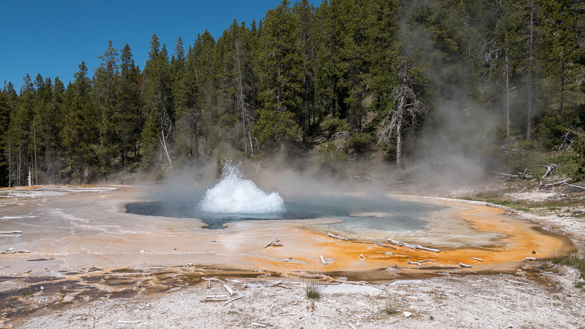 Upper Geyser Basin: Solitary Geyser, Yellowstone NP