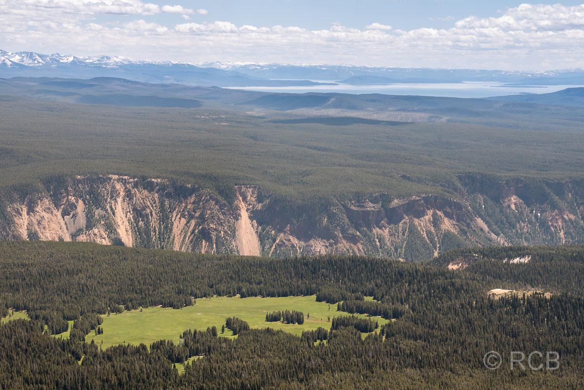 Mount Washburn Trail, Blick über den Grand Canyon of the Yellowstone zum Yellowstone Lake