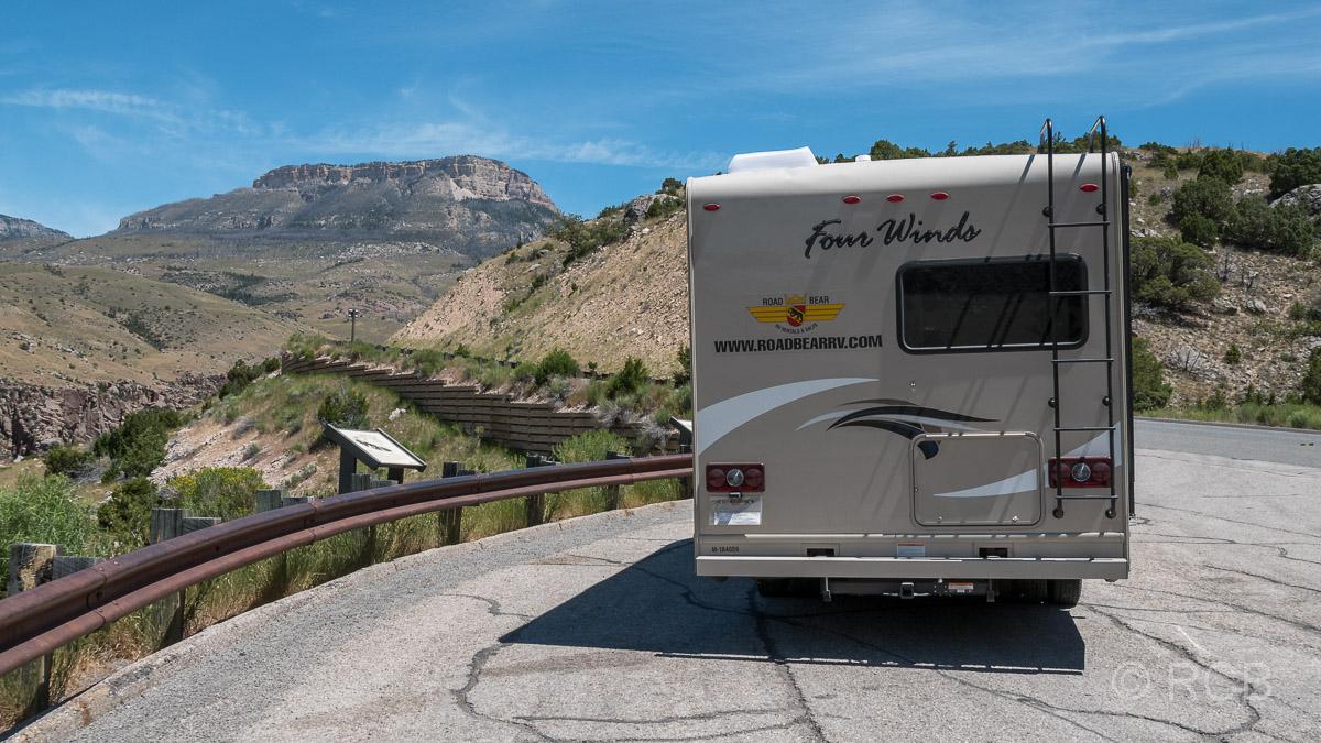 Wohnmobil auf der Fahrt durch die Bighorn Mountains