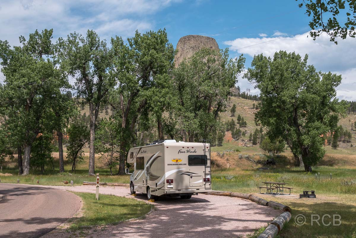 Wohnmobil auf dem Belle Fourche Campground, Devils Tower NM