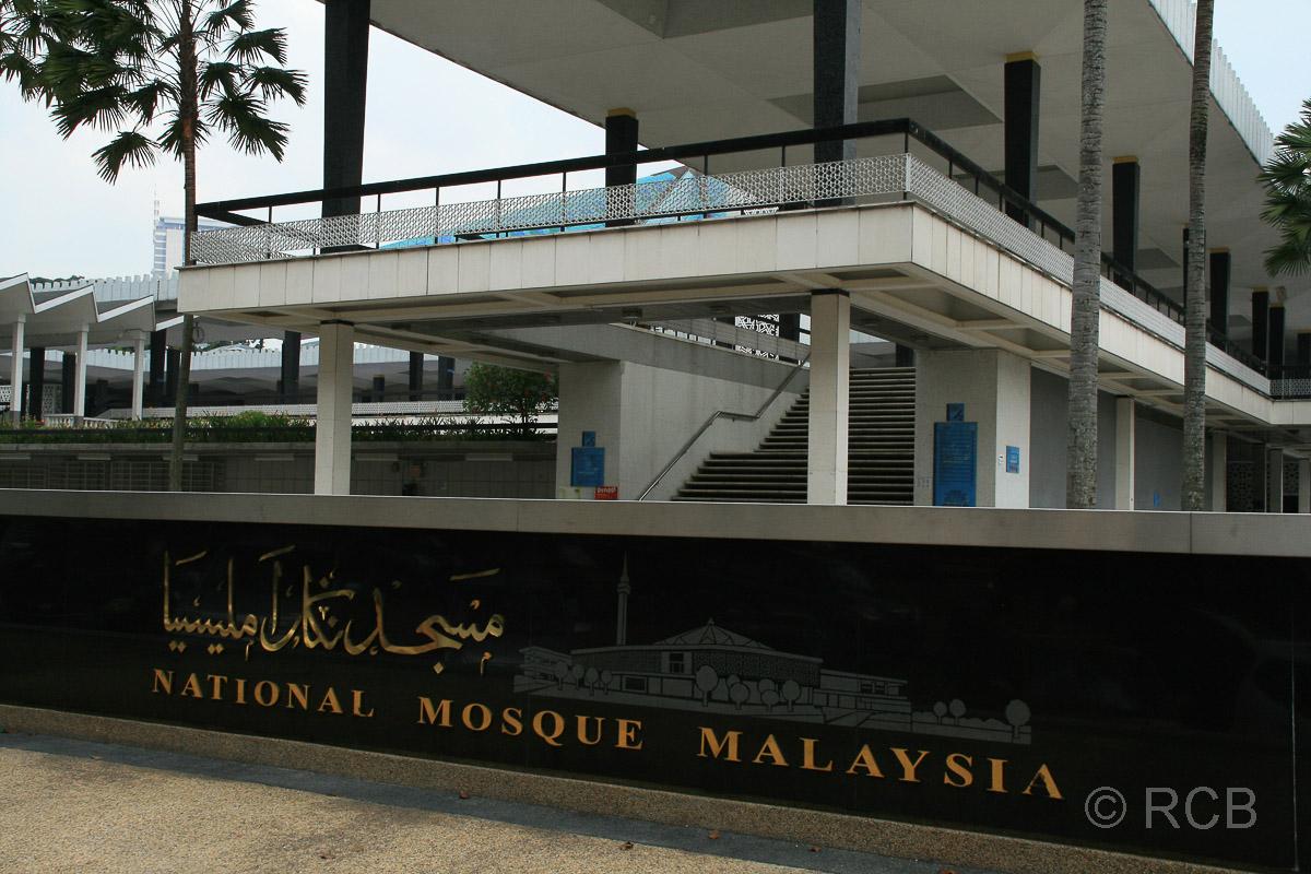 Schriftzug am Eingang der Nationalmoschee