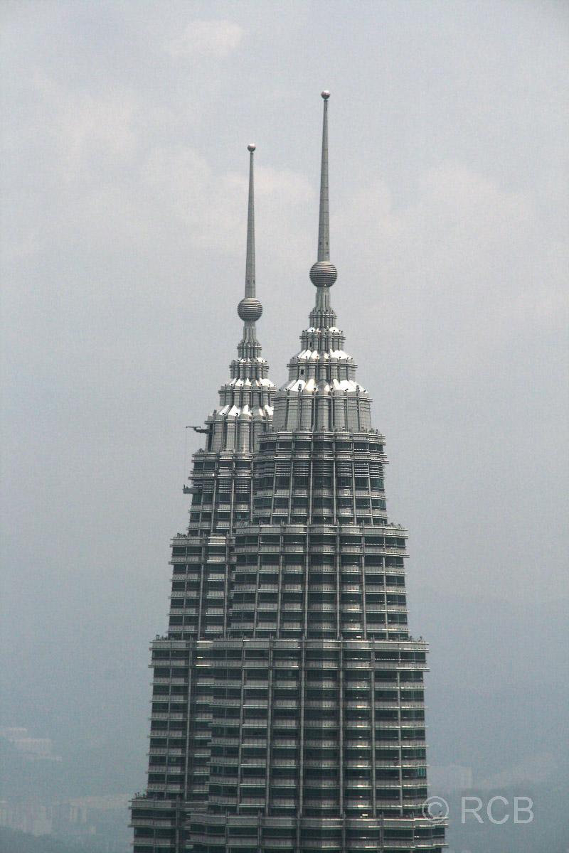 Blick auf die Petronas Twin Towers vom Menara KL aus